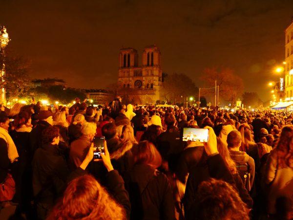 Un jour après l'incendie de Notre-Dame de Paris