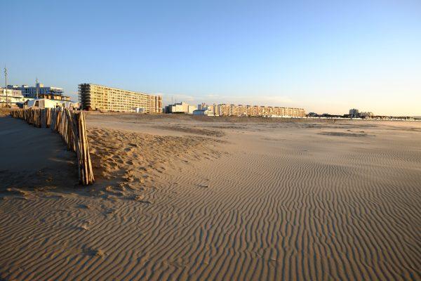 La grande plage de sable de Calais