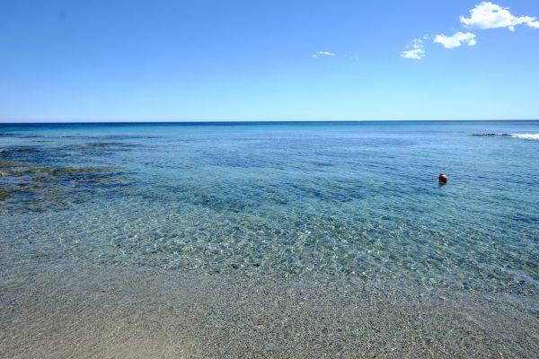 Entre la pointe de Capon et le Cap des Salins se trouve une très belle plage