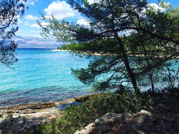 Une île au large de Split en Croatie