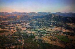 Des couleurs irisées sur les montagnes sardes