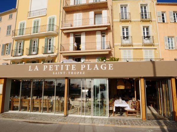 Un restaurant très fréquenté à Saint-Tropez
