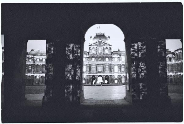Le Louvre en Noir et Blanc