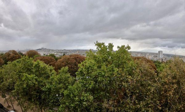 Les buttes Chaumont dans le nord est de Paris