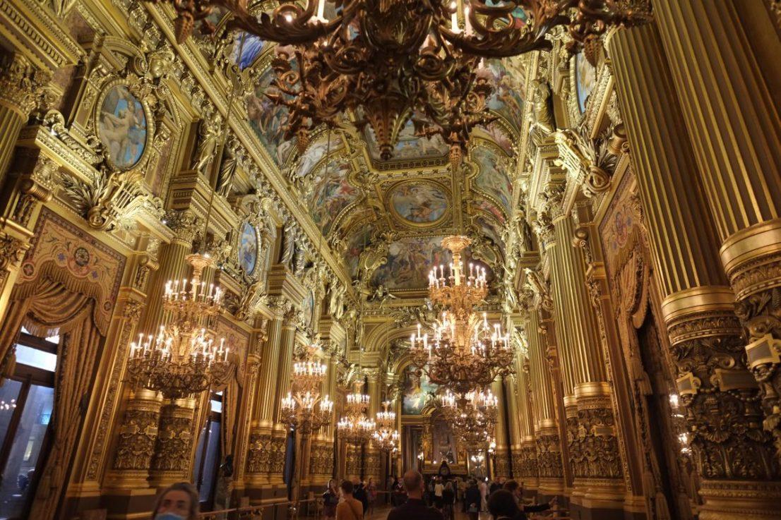 L'incroyable salon du Palais Garnier qui se trouve juste derrière la façade