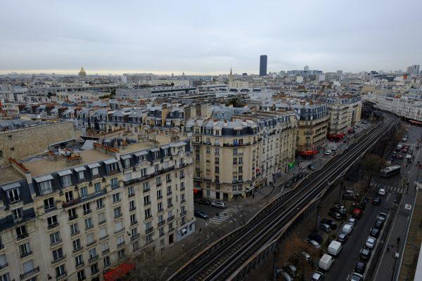 Vue sur Paris et sur la ligne 6 du métro