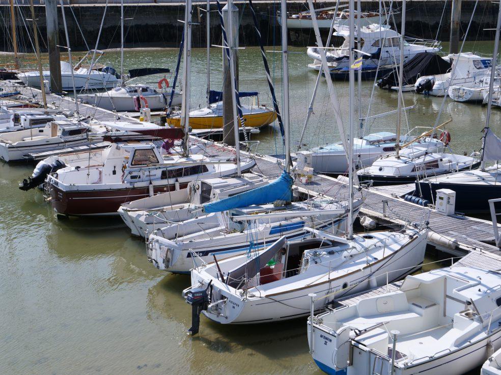Quelques bateaux au port de la Baule