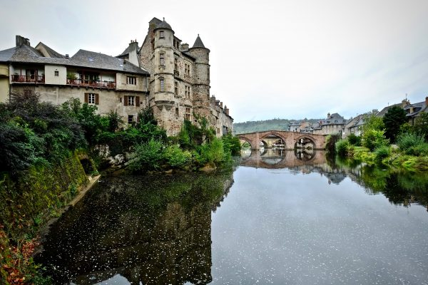 Le pont vieux et le vieux palais d'Espalion
