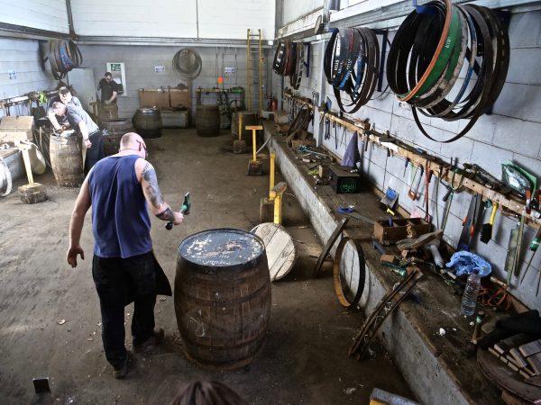 Confection et réfection de tonneau pour l'élevage du whisky