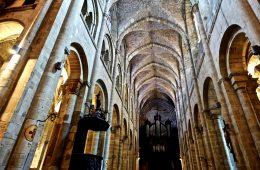 La nef de l'église Saint-Sauveur