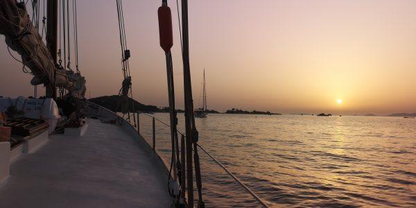 La Corse au crépuscule à bord d'un vieux gréement