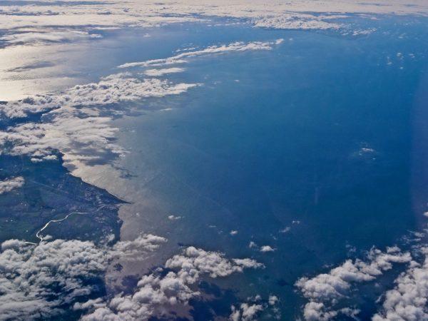 l'Ecosse, la mer et le soleil et les nuages