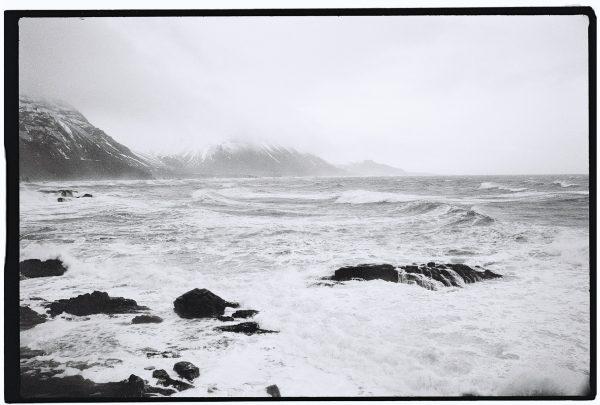 L'Océan et l'Islande en noir et blanc