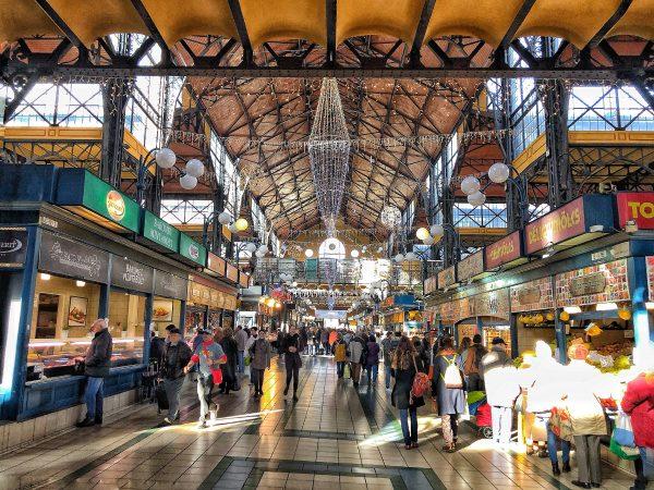 La grande halle du marché de Budapest