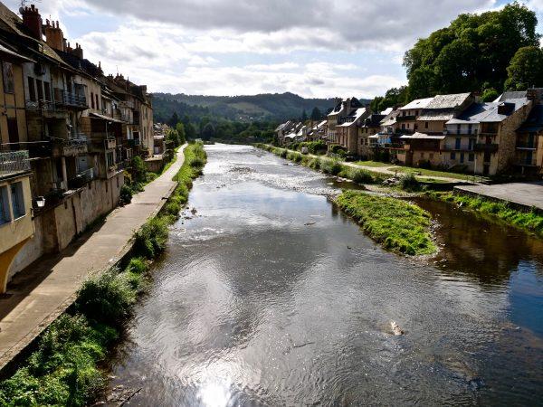 Le Lot traverse de part en part cette jolie ville d'Aveyron