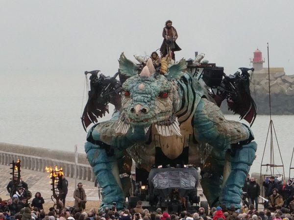 Voir le dragon, l'une des choses à faire à Calais