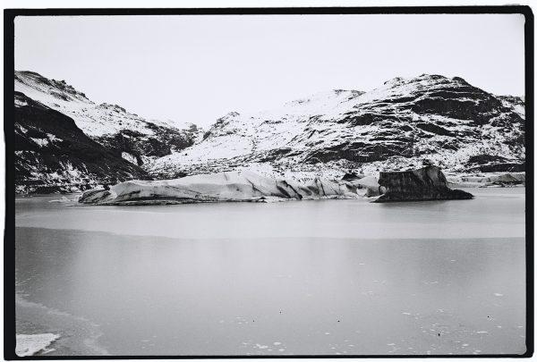 Le glacier et le lac glaciaire de Solheimajokull un trésor