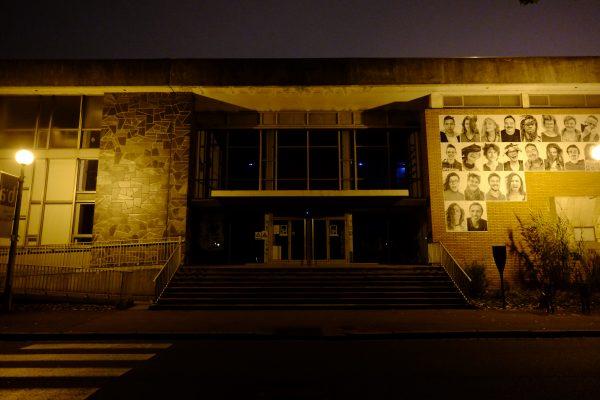 Vue sur le musée de Calais la nuit
