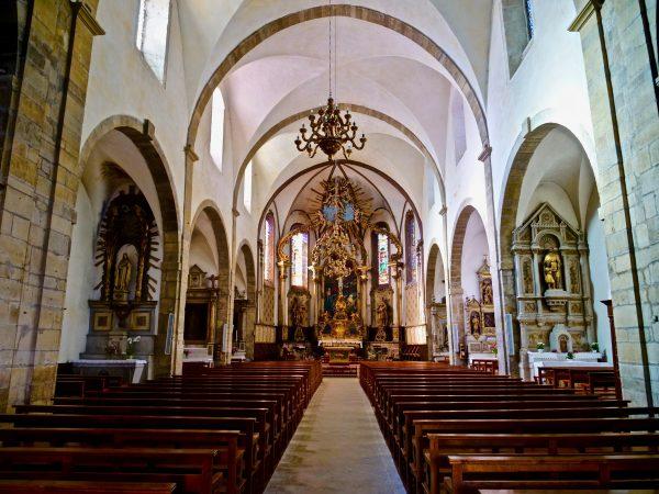 L'intérieur de l'église paroissiale de Saint Geniez