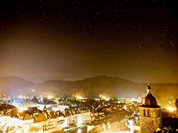Une commune d'Aveyron sous un ciel étoilé