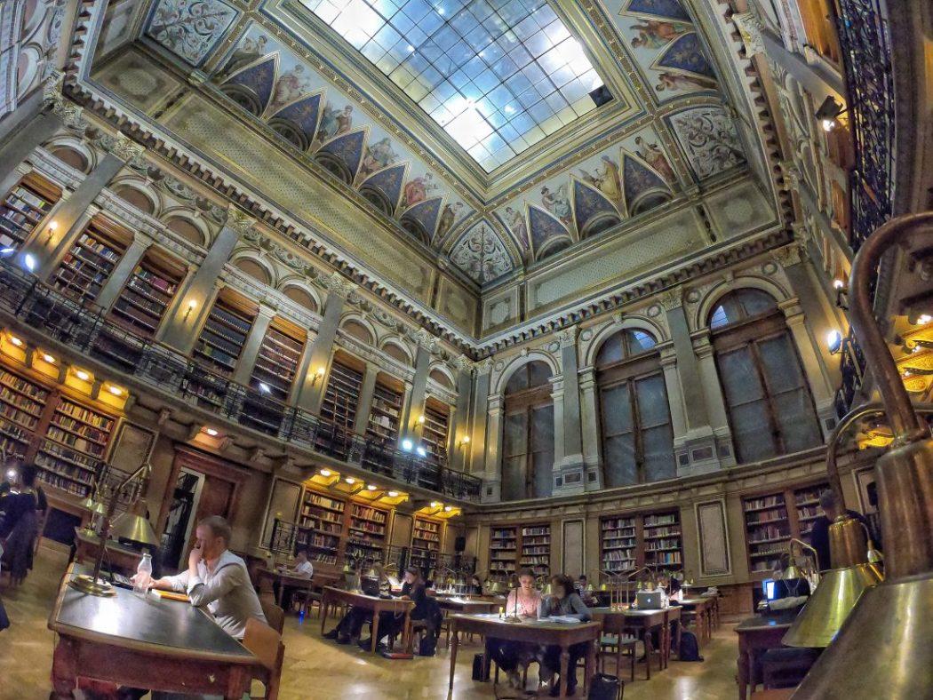 """""""ELTE"""" l'une des plus belles bibliothèque de Budapest"""