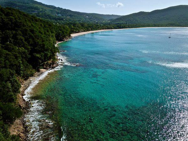 La plage de Grande Anse à Basse Terre en Guadeloupe
