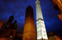 Les deux tours emblématiques de Bologne
