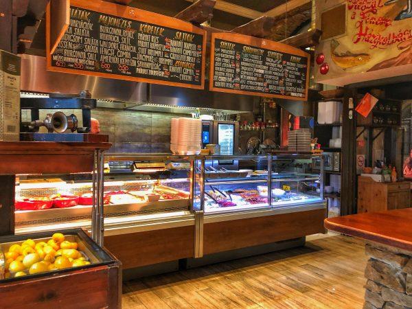 L'un des restaurants les plus authentiques de la capitale simple et efficace, Belvarosi Disznotoros