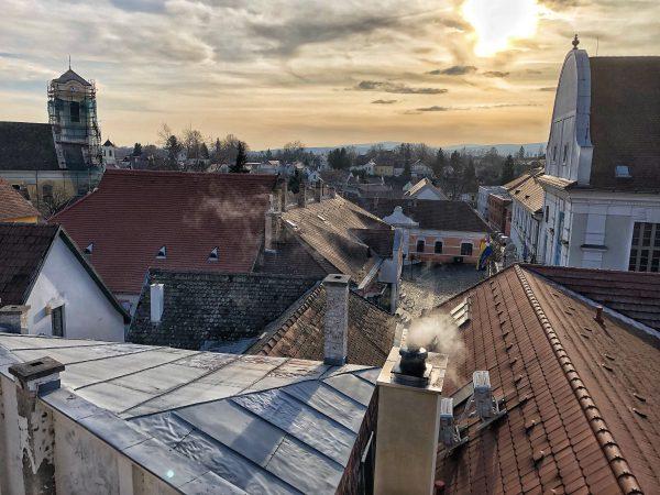Une vue depuis les hauteurs de la ville, Szentendre en Hongrie, Yann Vernerie