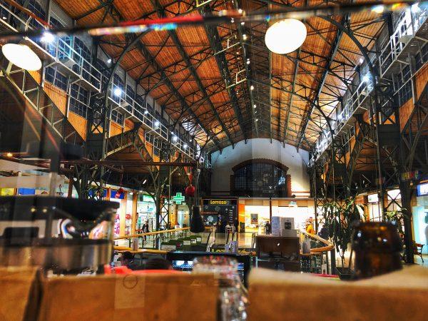 Une vue sur la superbe charpente du steamhouse café côté Buda