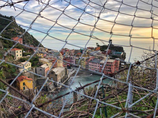 La vigne, le port et les maisons de Vernazza