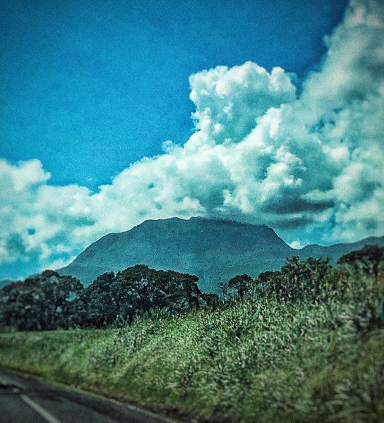Le volcan de Guadeloupe dans les nuages