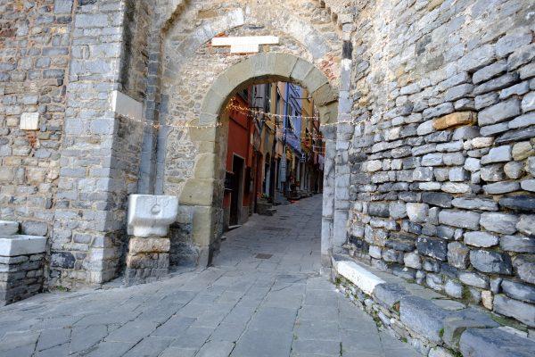 L'une des portes pour rentrer dans la ville fortifiée