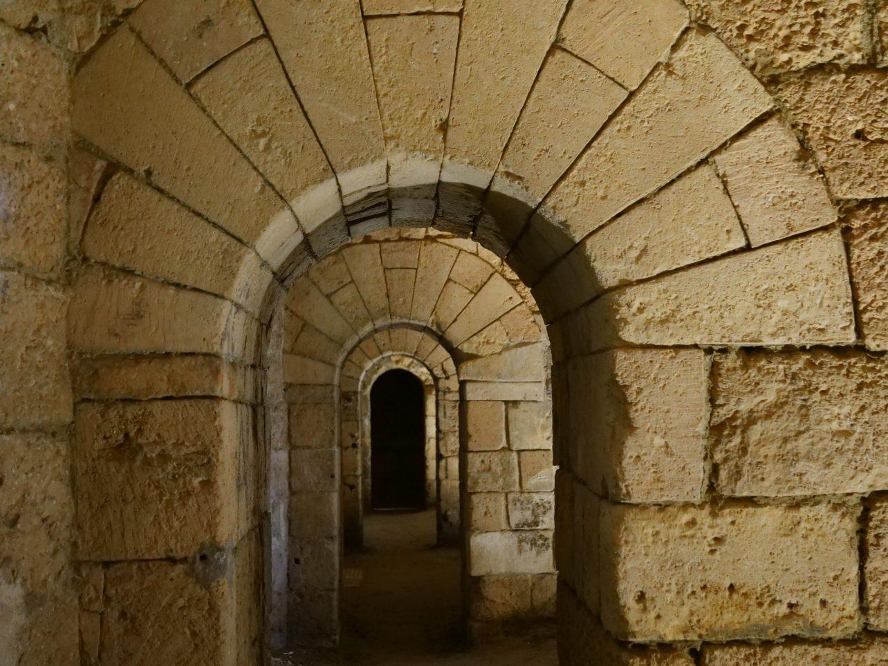 Dans les souterrains d'une ville médiévale