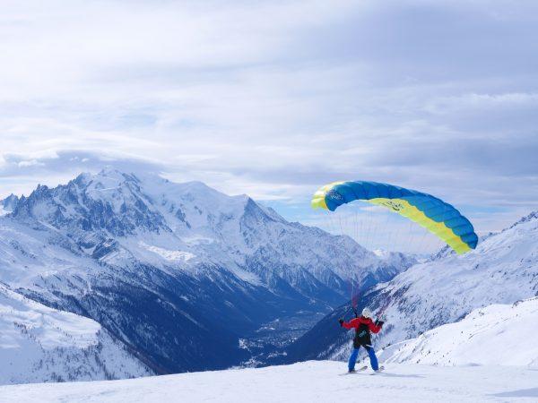 Parapente dans la vallée de Chamonix