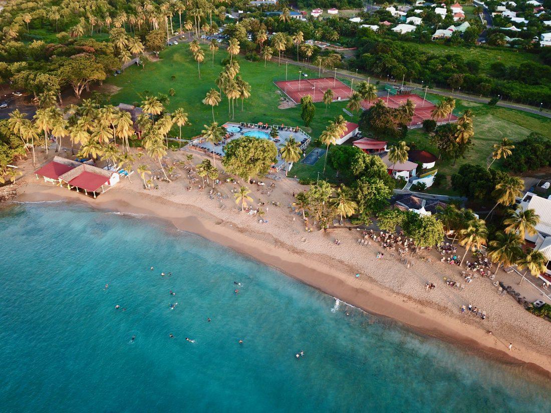 une plage de Guadeloupe vue du ciel
