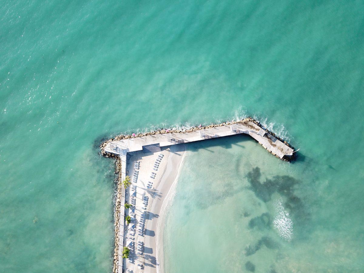 Seul au monde sur la plage privée de l'hôtel la Créole en Guadeloupe