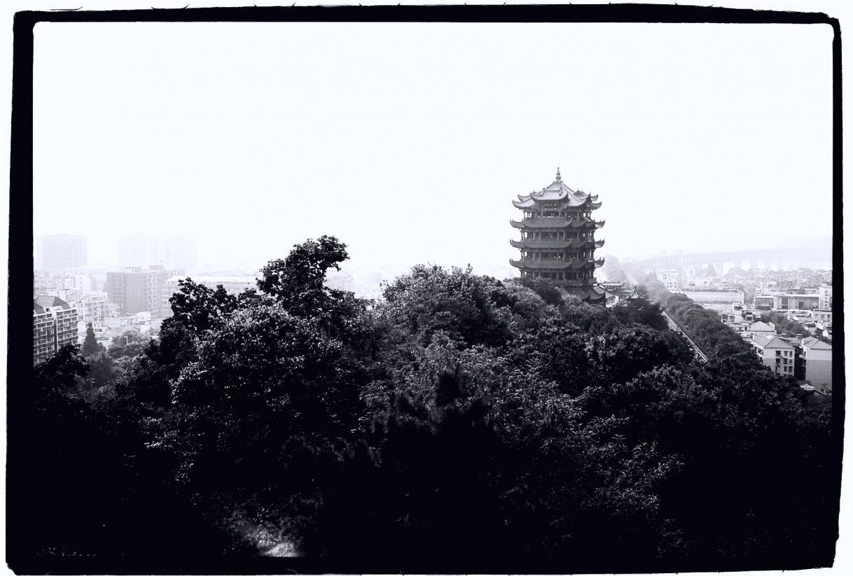 Un temple qui domine la ville de Wuhan