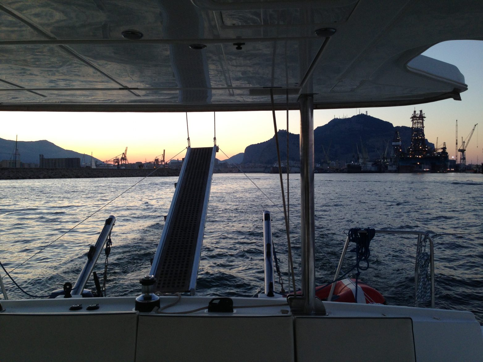 Navigation le long des côtes Siciliennes