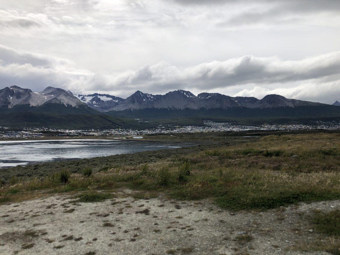 La vue depuis les terrains bordant l aéroport à Ushuaia