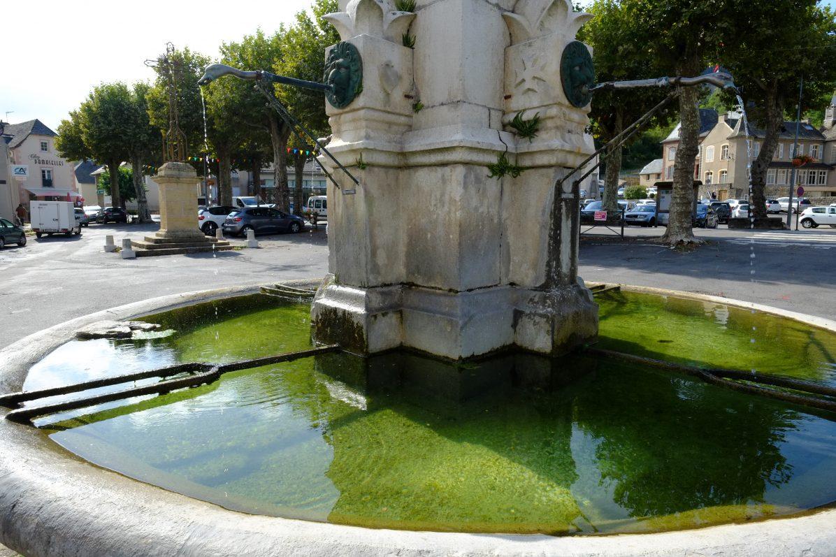 La Canourgue, sa fontaine et sa grand place