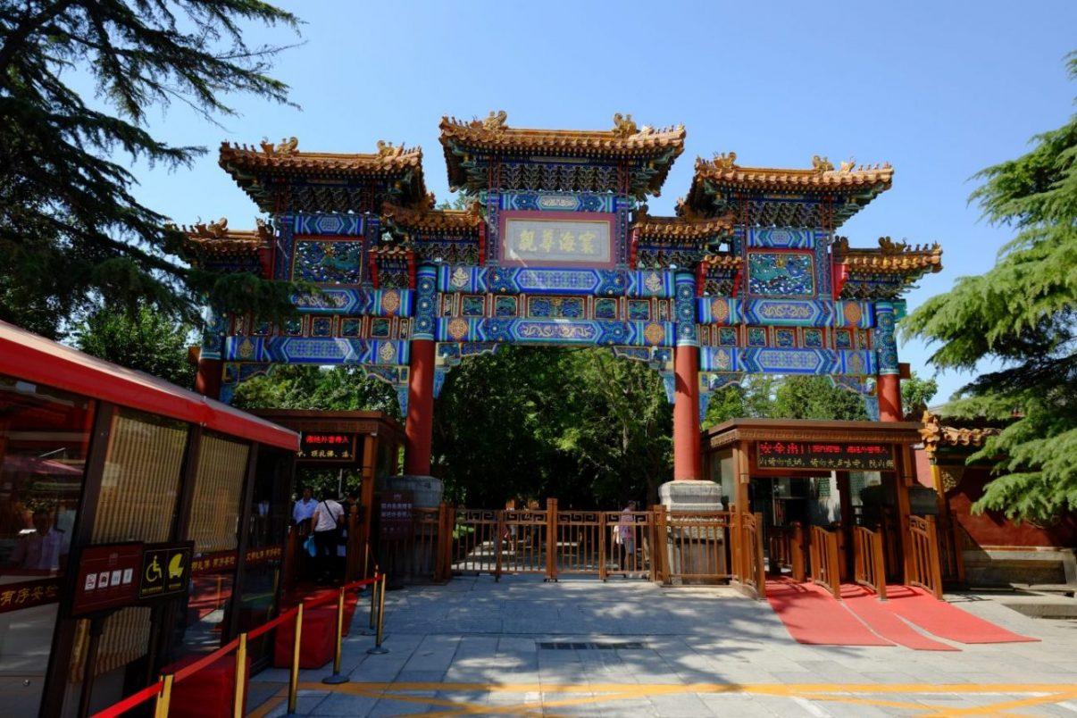 l'entrée du temple des Lamas