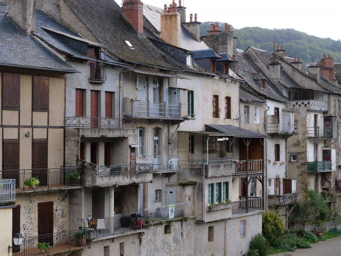 Les façades à Saint-Geniez d'Olt