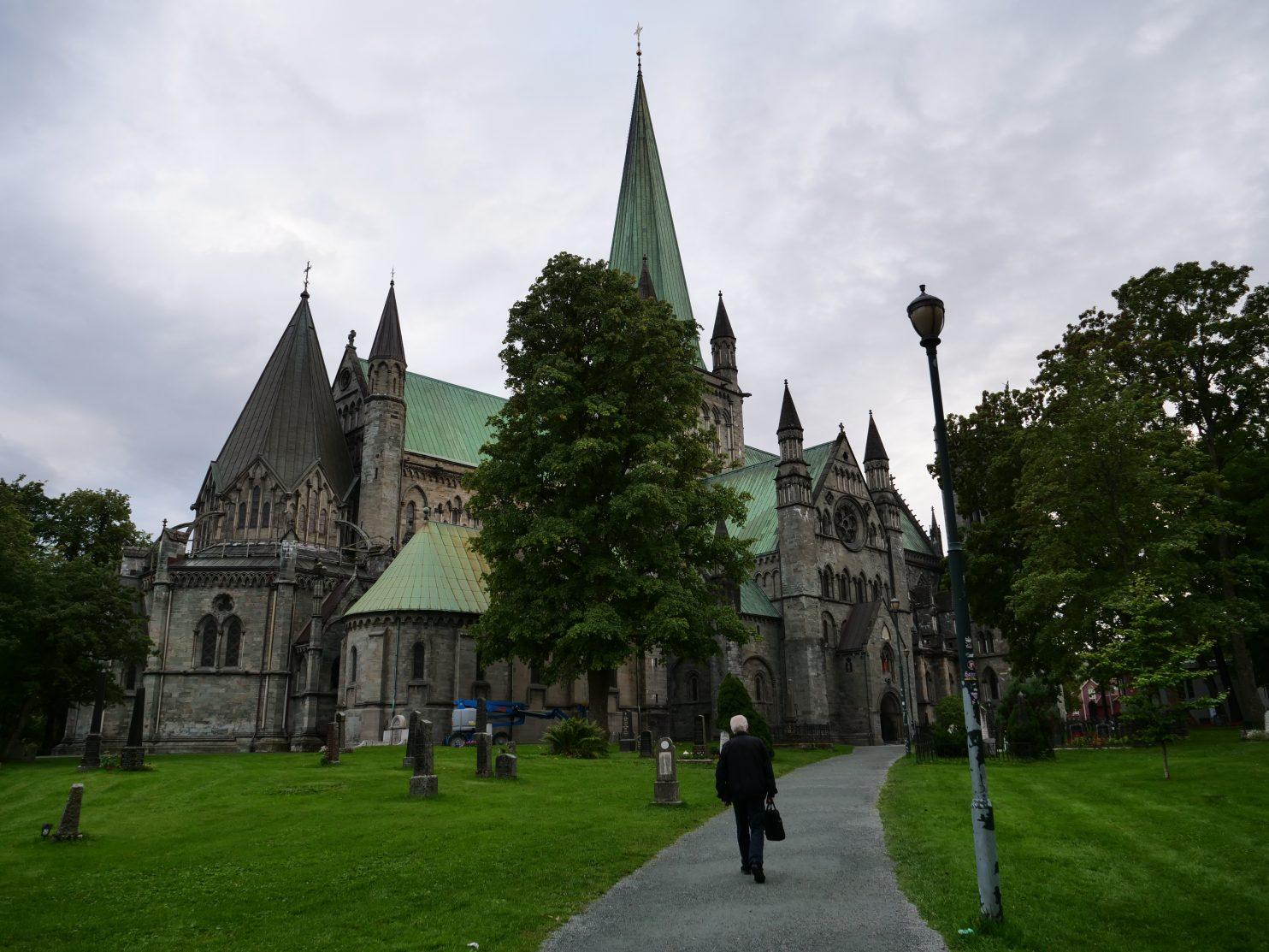 Sous le ciel nuageux de Trondheim