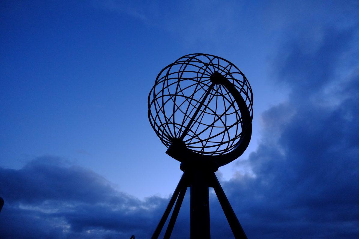 Le monument et l'emblème de Nordkapp