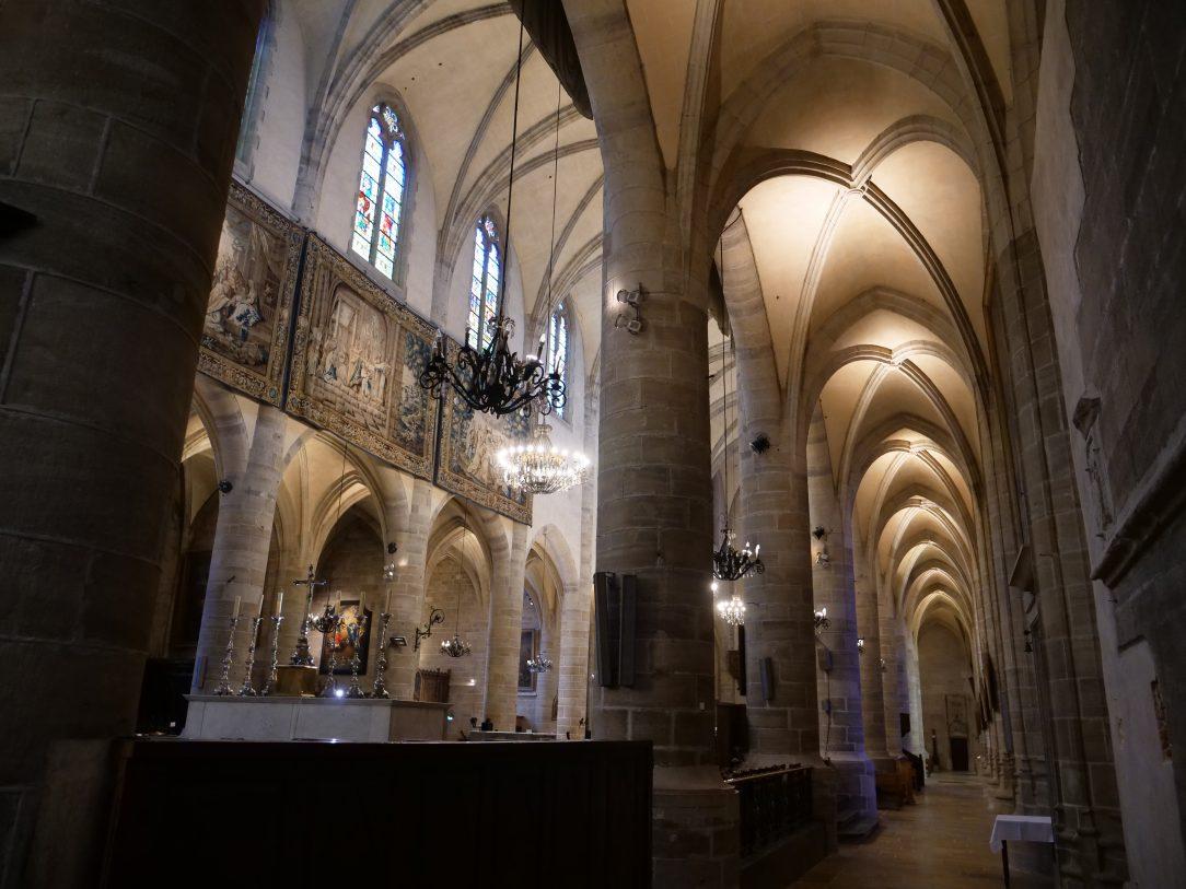 La vue de l'intérieur de la cathédrale Notre-Dame