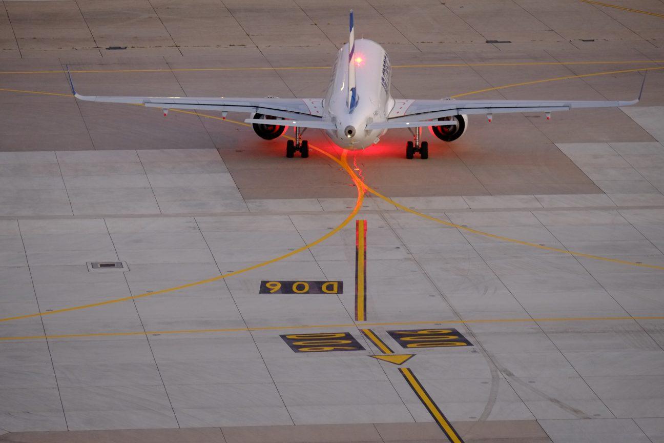 Un avion sur le circuit d'Orly