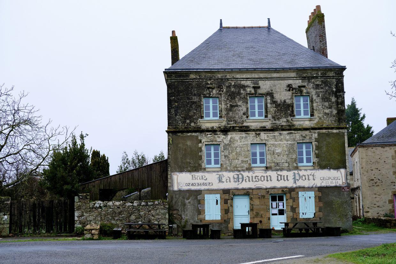 L'auberge qui a servi de modèle à Jean-Luc Courcoult pour sa maison dans la Loire