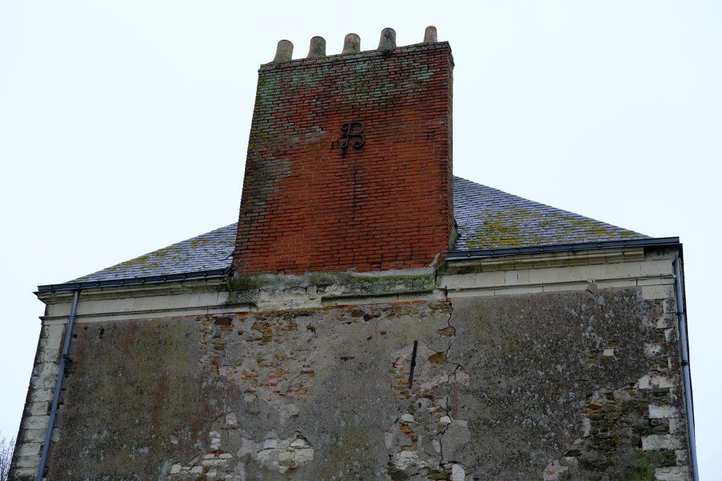 Le fronton de la Maison du Port à Lavau-sur-Loire