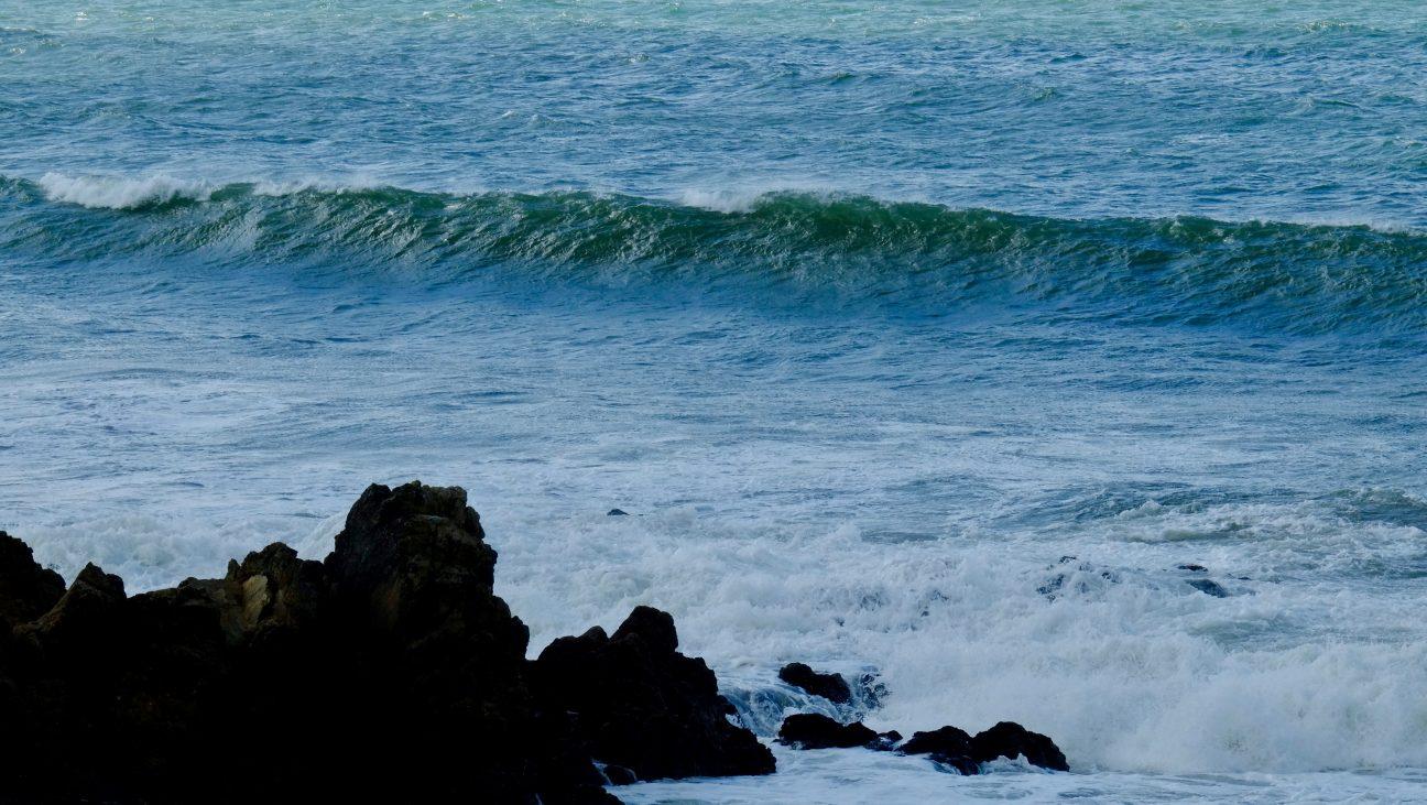 Le littoral agité de la côte sauvage de Batz sur mer